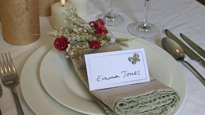 Celebration giving place cards